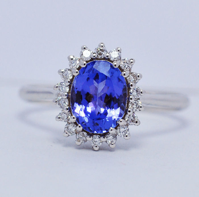 18 kt white gold ring, tanzanite and diamonds-16,82 mm internal diameter
