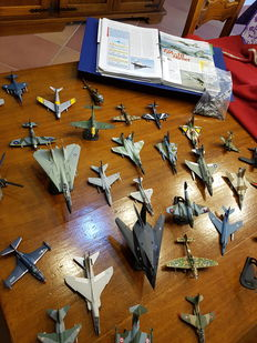 33 Model military aircrafts