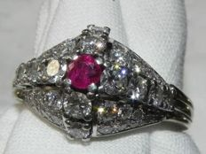 Cocktail ring 18kt - 750 gold with 0.17ct ruby and 44 brilliants approx. 1 ct