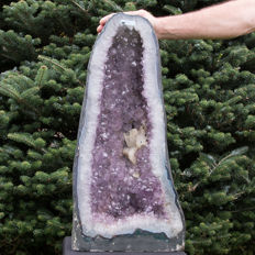 Large Amethyst cathedral with big crystals - 66 x 31 x 19 cm - 37.45 kg