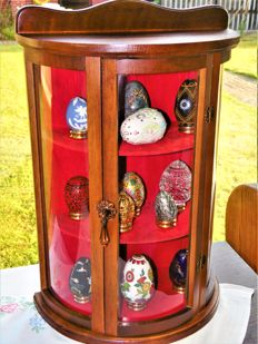 Franklin Mint - 12 porcelain eggs on a gold-plated stand with display case cabinet