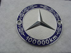 Original Mercedes badge 100,000 km - Mid 2nd half previous century - diameter 75 mm