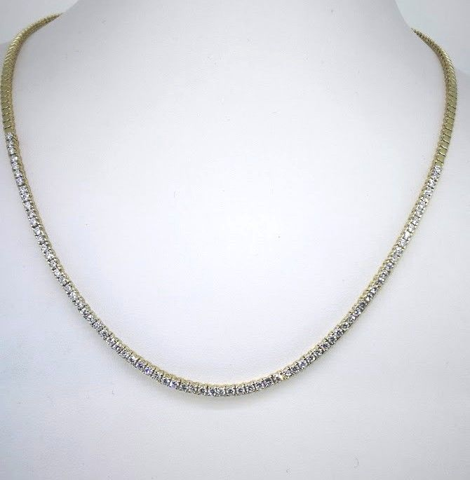 Necklace with 98 diamonds, in total 3.00 ct -