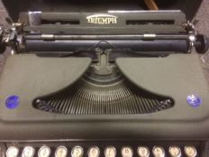 Exceptional typewriter TRYUMPH, served during the war 39 / 45, Germany.