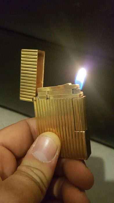 Authentic S.T. Dupont lighter provided with 20m hallmark