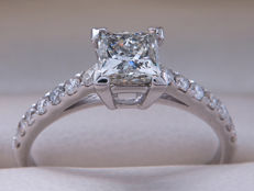 Certified gold diamond ring with 1.00 ct / 0.75 ct solitaire princes - I1 with K colour - **No reserve**