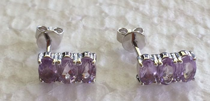 14 kt white gold Amethyst earrings set with 3 x single stones