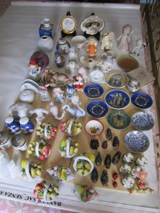 Lot of 78 collectible small pieces in porcelain and ceramic, various brands