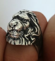 E+M - Specially created ring