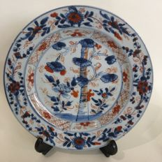 Imari dish - China - first half 18th century