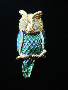 Unsigned D' Orlan - Gold plated Enameled Owl brooch with crystals, Pristine, vintage 1970s