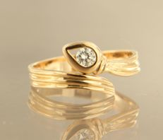 18 kt rose gold wavy ring set with a diamond of approx. 0.20 ct - ring size 17 (53)