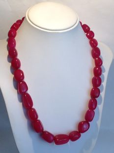 18 ct gold necklace with rubies