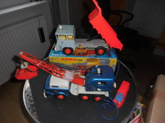Gama, Western Germany - length 48 cm - Tin LaFrance crane lorry No. 2942 and plastic/tin Faun dump truck No. 398 battery operated, 60s