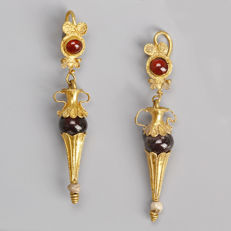 Stunning pair of Greek gold earrings with garnets - measure 62 mm