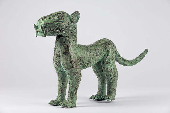 Large bronze royal leopard - Benin