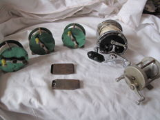 5 old fishing reels + 2 molten lead boxes