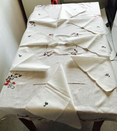 Large round tablecloth, beige, vintage, embroidered with its napkins