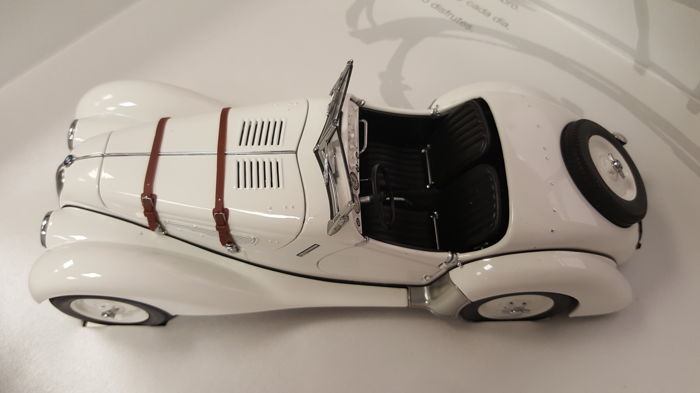 AUTOart - Escala 1/18 - BMW 328 - Blanco