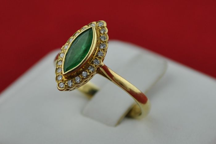 Marquise cut Emerald & Diamond (+/-0.30ct H-I/VS) set on 18k Yellow Gold Ring - E.U Size 56* re-sizable *Fast Shipping**