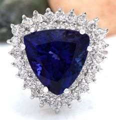 10.62 Carat Tanzanite And Diamond Ring 14K Solid White Gold - Ring Size: 7  *** Free shipping *** No Reserve *** Free Resizing