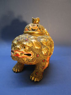 Satsuma porcelain incense burner - Koro - Shishi - (Chinese lion) - Japan - around 1930s (early Showa period)