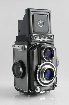 Yashica 44  (44x44mm}: Yashinon 1: 3.5/60 mm: light grey, very nice, with original case, lens hood, lens cap, instruction manual (Dutch + E} and Seconic light meter, 1958