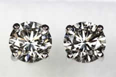 18 kt white gold ear studs with diamonds, 1.40 ct in total