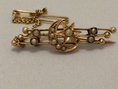 Victorian gold longitudinal brooch with sead pearls, approx. 1880