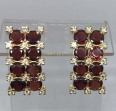 Yellow gold earrings with 8 ct garnet and 30 diamonds 0.45 ct
