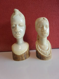 2 busts of African women in antique ivory - D.R.  Congo