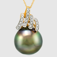 Tahitian Black Pearl 16 mm with Approx. total 0.10 ct Diamonds 14 K Gold Pendant