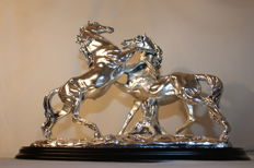 Huge sculpture, signed, in sterling silver - 8 kilos (17.6 pounds) - second half of the 20th century