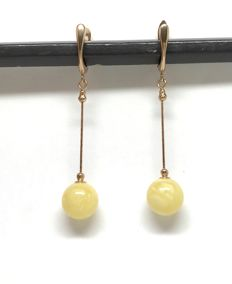 14K Gold long hanging vintage earrings with natural Baltic Amber beads (not pressed, not enhanced), 5,5 cm