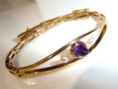 Bracelet in 14 kt/585 gold with 1 amethyst in bead cut and two small pearls 17 cm long