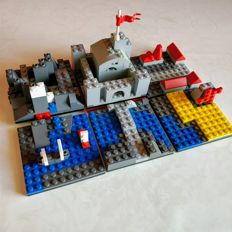Deployable medieval castle and its surroundings - modular - MOC