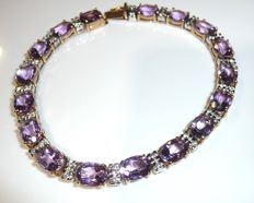 Bracelet made of 8 kt / 333 gold – with 17 eye-clean faceted amethysts of 17 ct – like new