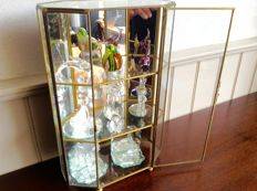 Exclusive vintage display cabinet with 10 miniatures