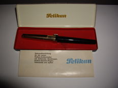 Vintage Pelikan P30 Rolled Gold 30 piston filler stripe-Guilloche - good condition