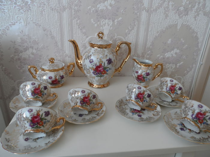 15 piece mocha tableware set in mother of pearl with gold and a flower bouquet with proof