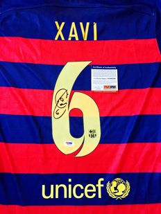 Xavi Hernandez #6 / Fc Barcelona - Signed Home Jersey -  with Certificate of Authenticity PSA/DNA