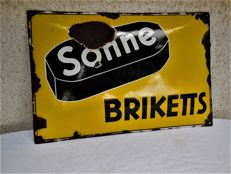 Old enamel sign, Sonne-Briketts, curved shape with frosting and manufacturer