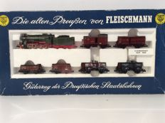 Fleischmann N - 7884 - freight train with steam locomotive G8 5353 of the KPEV EpI (1918)