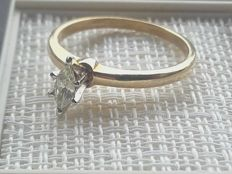 Grace and elegant gold ring with one 0.15ct marquise cut diamand**No Reserve