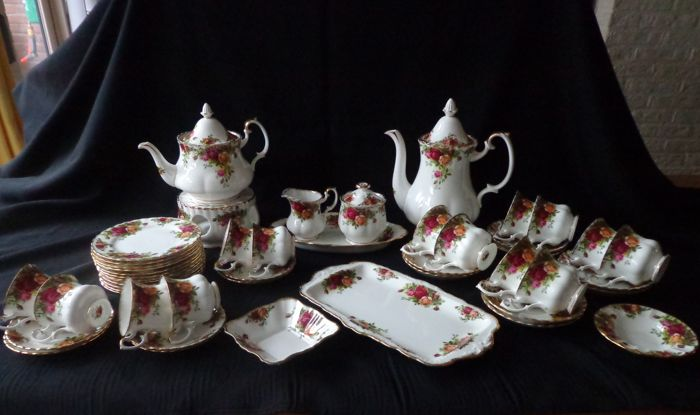 Royal Albert Old Country Roses Bone China coffee/tea set - 49 pieces