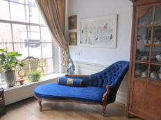 Mahogany or walnut chaise longue upholstered in blue velvet in Louis XV style - France, early 20th century