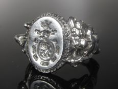 "Vintage ""knight"" silver signet ring with coat of arms"