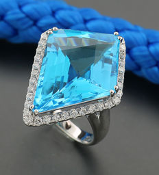 Blue topaz brilliant ring 23.04ct in total, 750 white gold - ring size: 55.5 ---no reserve price---