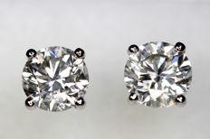 18 kt white gold ear studs with diamonds, 1.30 ct in total.