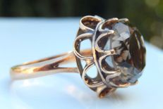 Imposing 14 kt yellow gold ring with a round smoky quartz